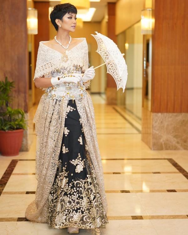 Vừa gặp mặt, HHen Niê liền đọ trình catwalk siêu xịn với Hoa hậu đẹp nhất thế giới 2010 Venus Raj-5
