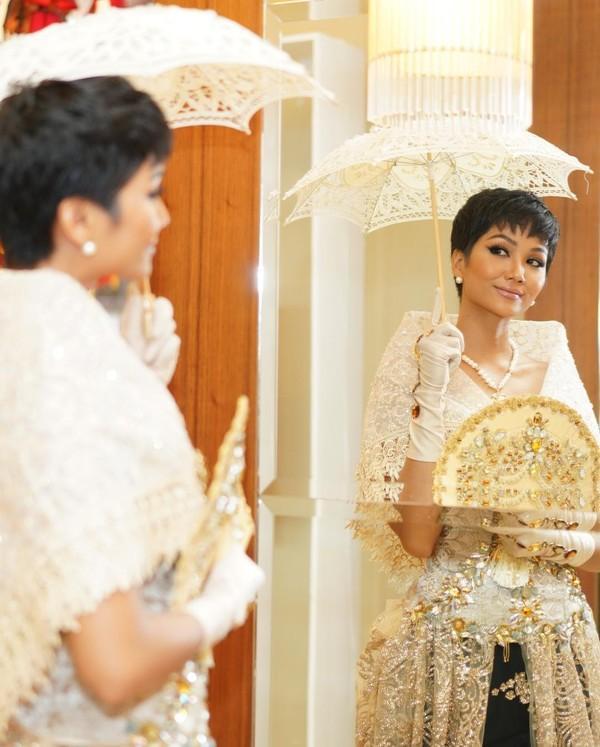 Vừa gặp mặt, HHen Niê liền đọ trình catwalk siêu xịn với Hoa hậu đẹp nhất thế giới 2010 Venus Raj-7