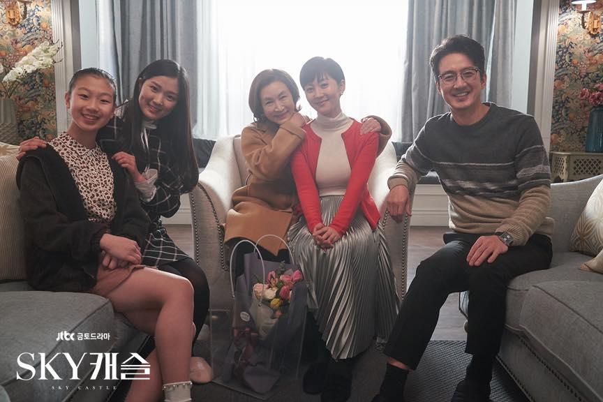 Sao nhí xinh nhất xứ Hàn Kim Yoo Jung mặc áo phao, đội mũ kín vẫn đẹp bất chấp-6