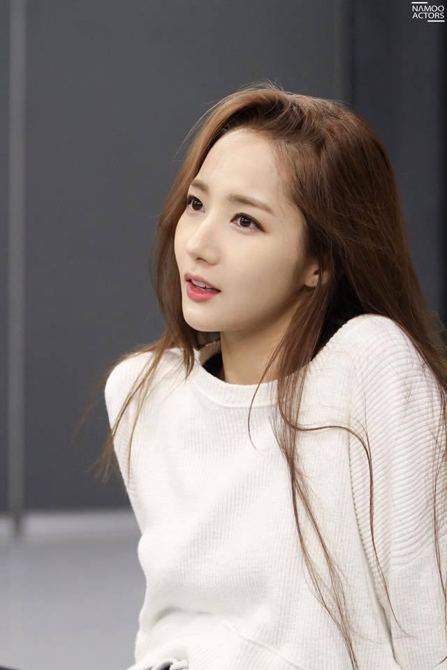 Sao nhí xinh nhất xứ Hàn Kim Yoo Jung mặc áo phao, đội mũ kín vẫn đẹp bất chấp-9