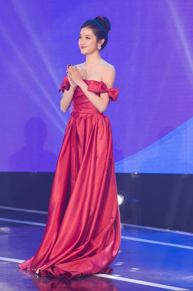 THẢM ĐỎ ĐẦU NĂM: Huyền My xinh tựa công chúa - Diệp Lâm Anh chơi lớn diện nguyên set 1,8 tỷ đồng-1