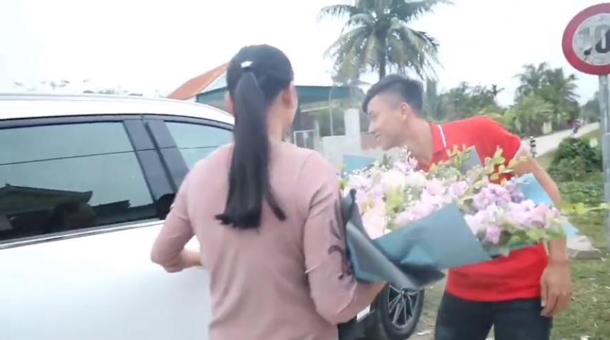 Tuyển thủ Việt Nam có nhà mới, xe xịn đón Tết Kỷ Hợi bên gia đình-3