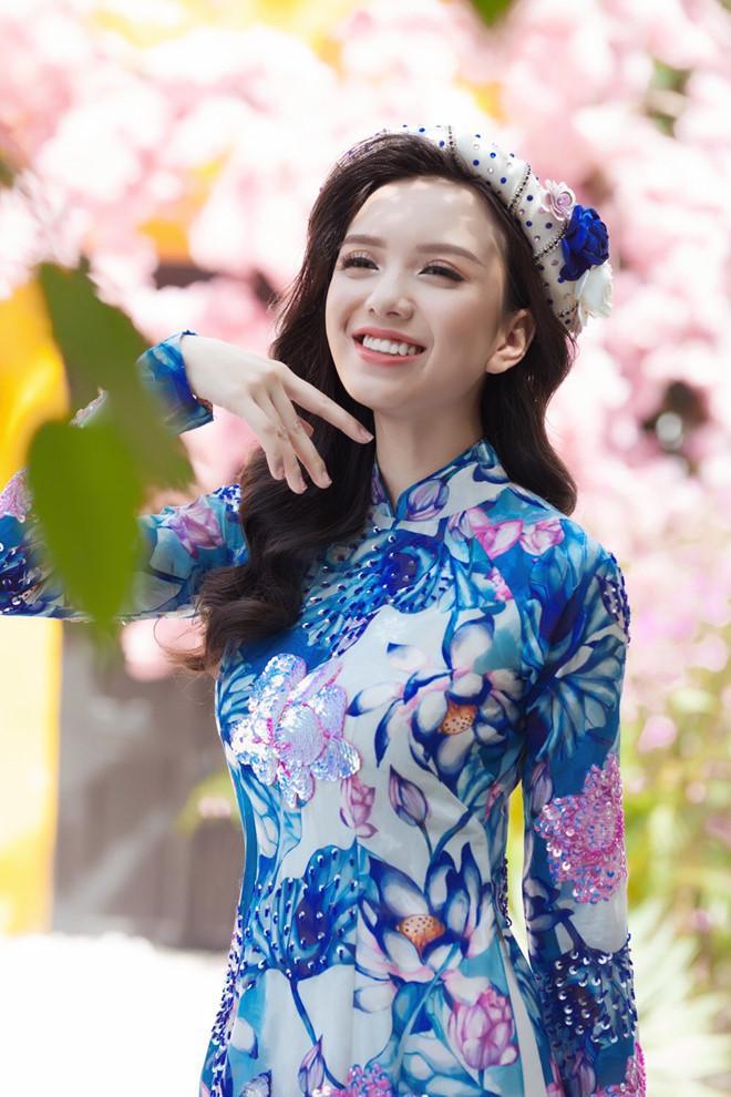 Lung linh trong tà áo dài với cách trang điểm học hỏi từ sao Việt-2