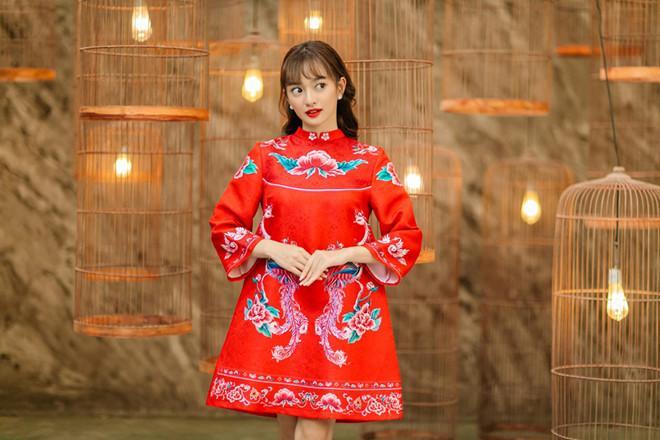 Lung linh trong tà áo dài với cách trang điểm học hỏi từ sao Việt-9