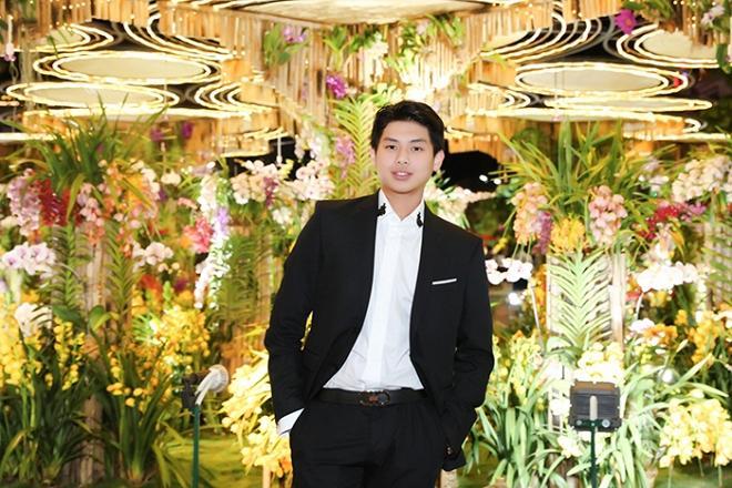 Chả cần khoác lên người hàng hiệu, hội em chồng Hà Tăng vẫn gây náo loạn khi chụp ảnh bên đường hoa tết-1