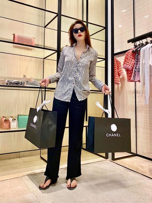 Sao Việt so độ vung tiền sắm hàng hiệu đón năm mới-2