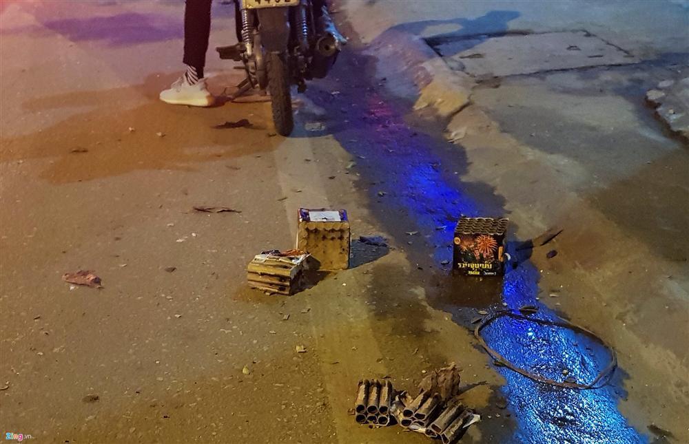 Xác pháo vương vãi đầy đường sau đêm giao thừa-3