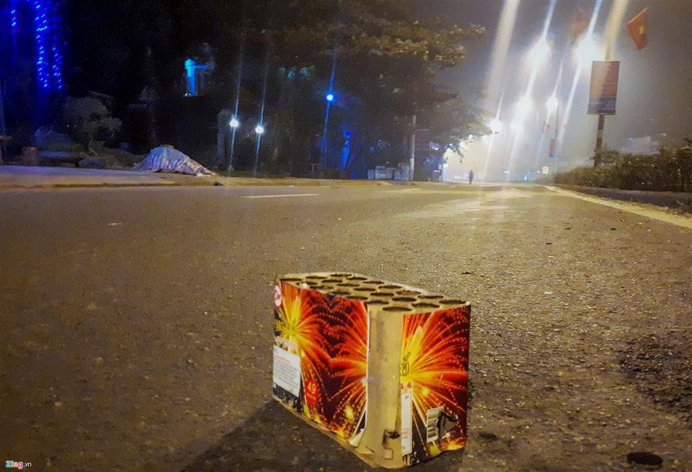 Xác pháo vương vãi đầy đường sau đêm giao thừa-6