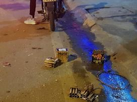 Xác pháo vương vãi đầy đường sau đêm giao thừa