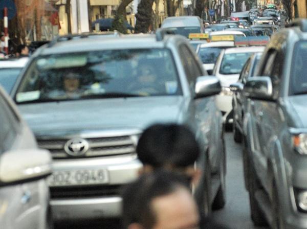 Chiều mùng 1 Tết: Đường phố Hà Nội đông nghẹt ô tô, xe máy-3