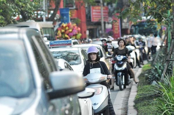 Chiều mùng 1 Tết: Đường phố Hà Nội đông nghẹt ô tô, xe máy-5