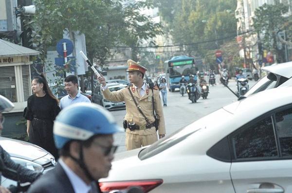 Chiều mùng 1 Tết: Đường phố Hà Nội đông nghẹt ô tô, xe máy-6