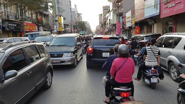 Chiều mùng 1 Tết: Đường phố Hà Nội đông nghẹt ô tô, xe máy-7