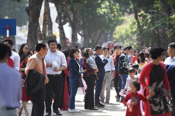 Chiều mùng 1 Tết: Đường phố Hà Nội đông nghẹt ô tô, xe máy-9