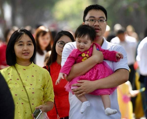 Chiều mùng 1 Tết: Đường phố Hà Nội đông nghẹt ô tô, xe máy-11