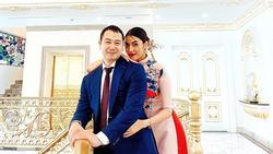 Trong biệt thự dát vàng, Lan Khuê và chồng đại gia ăn diện cực đẹp đôi đón mùa xuân mới