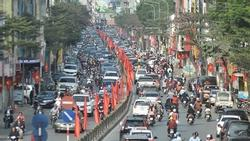Chiều mùng 1 Tết: Đường phố Hà Nội đông nghẹt ô tô, xe máy