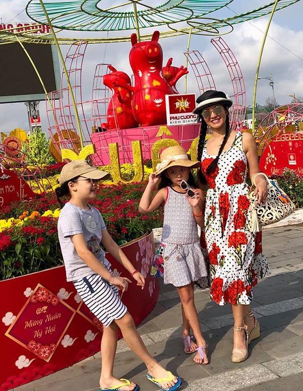 Dù tan đàn xẻ nghé nhưng diva Hồng Nhung vẫn mời chồng cũ về nhà ăn Tết cùng hai con-2