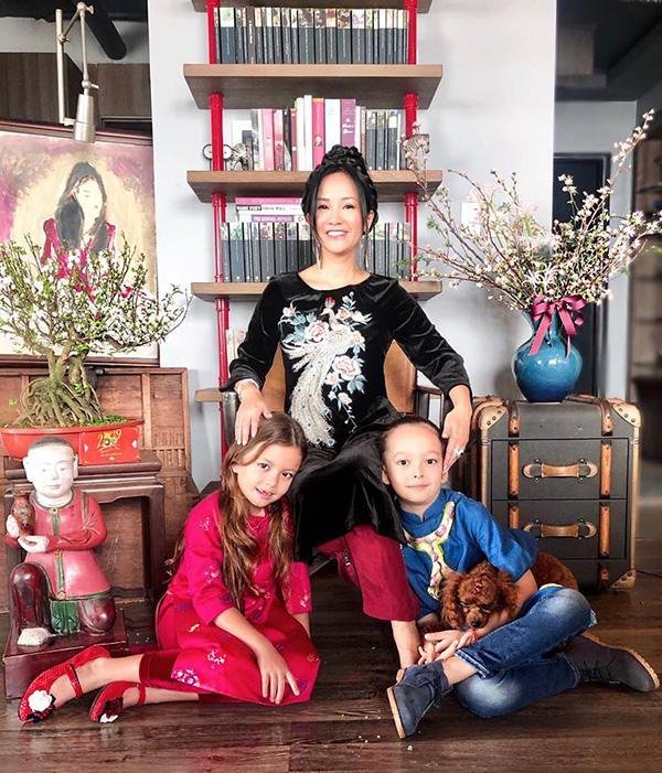 Dù tan đàn xẻ nghé nhưng diva Hồng Nhung vẫn mời chồng cũ về nhà ăn Tết cùng hai con-3