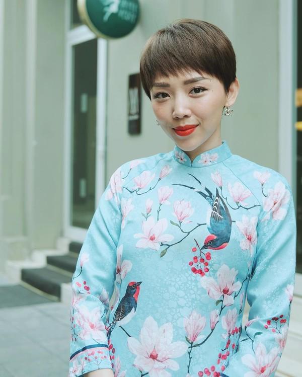 Sao Việt xúng xính diện áo dài ngày Tết: Angela Phương Trinh chơi lớn khi kết hợp với tông Lào giản dị-10