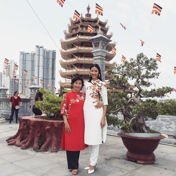 Sao Việt xúng xính diện áo dài ngày Tết: Angela Phương Trinh chơi lớn khi kết hợp với tông Lào giản dị-12