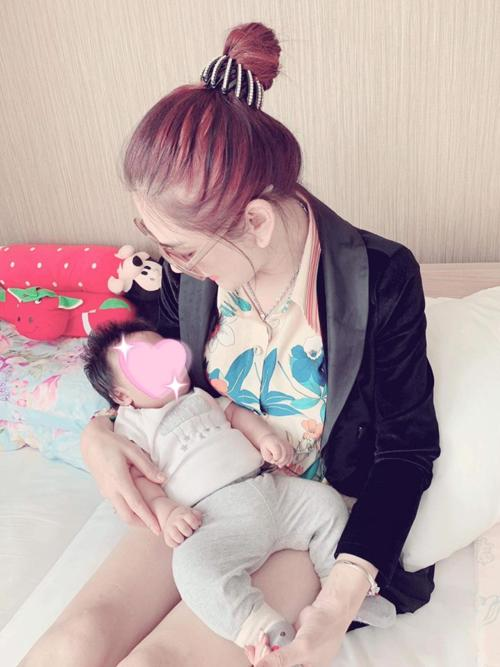 Livestream cao hứng, Lâm Khánh Chi công khai luôn con trai ruột sinh từ tinh trùng của mình và trứng của chị dâu-6