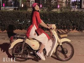 Vi vu du xuân bằng xe máy, hoa hậu Trần Tiểu Vy biểu cảm dễ thương 'hạ gục' mọi ánh nhìn