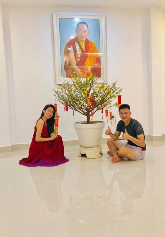 Biệt thự ngập sắc hoa đón Tết của vợ chồng Thủy Tiên - Công Vinh-2