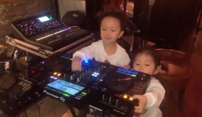 Clip: Con trai Tuấn Hưng trổ tài làm DJ, nhún nhảy điệu nghệ chuẩn con nhà nòi-1