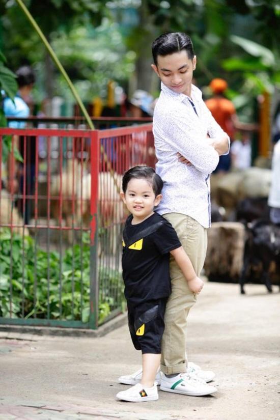 Mới hơn 3 tuổi, con trai Khánh Thi đã có bộ sưu tập đồ hiệu cả 100 triệu đồng-3