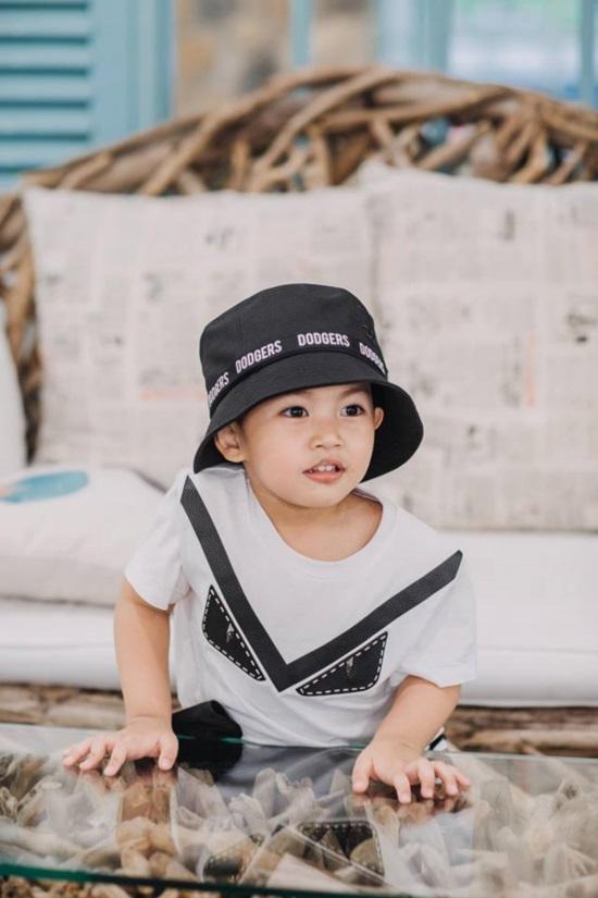 Mới hơn 3 tuổi, con trai Khánh Thi đã có bộ sưu tập đồ hiệu cả 100 triệu đồng-4