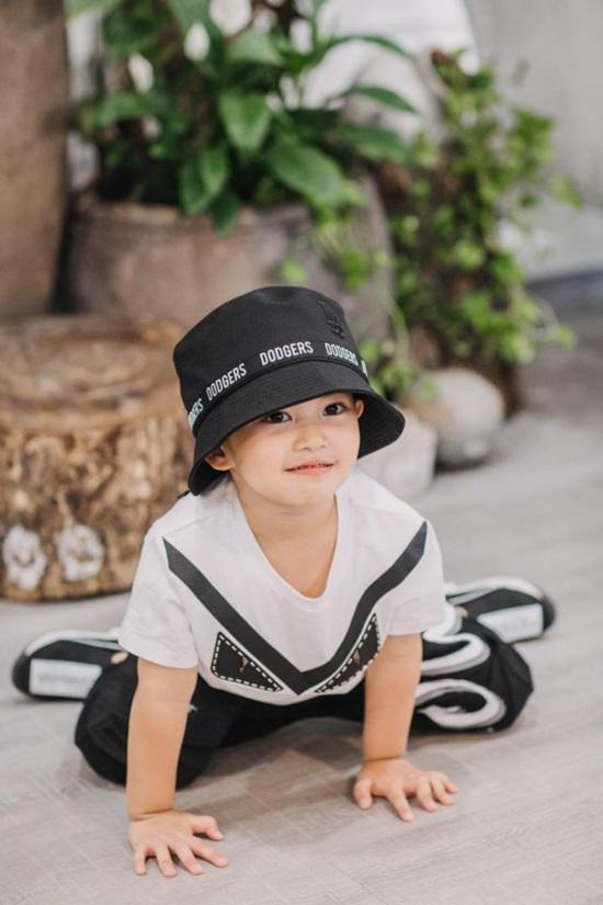 Mới hơn 3 tuổi, con trai Khánh Thi đã có bộ sưu tập đồ hiệu cả 100 triệu đồng-5