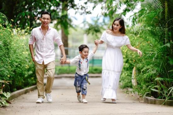 Mới hơn 3 tuổi, con trai Khánh Thi đã có bộ sưu tập đồ hiệu cả 100 triệu đồng-8