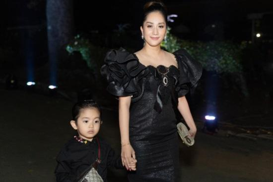 Mới hơn 3 tuổi, con trai Khánh Thi đã có bộ sưu tập đồ hiệu cả 100 triệu đồng-10