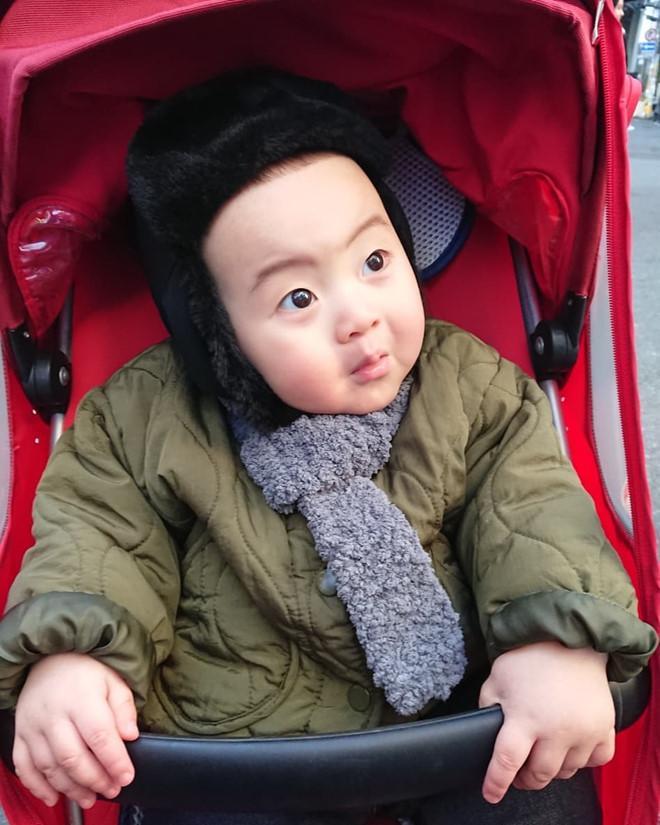 Bé trai Hàn Quốc 2 tuổi nổi tiếng trên mạng vì biểu cảm hài hước-3