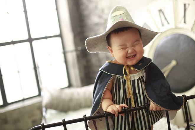 Bé trai Hàn Quốc 2 tuổi nổi tiếng trên mạng vì biểu cảm hài hước-9