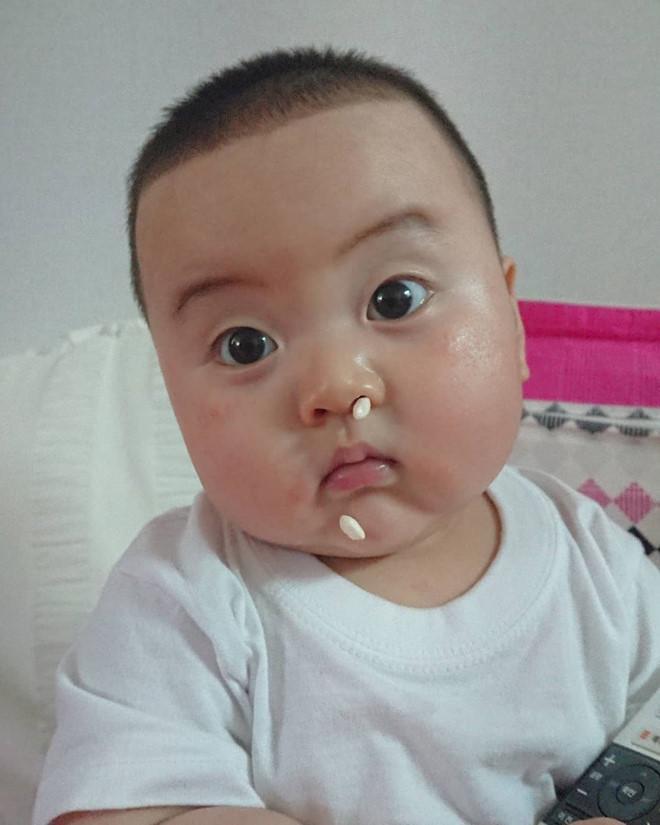 Bé trai Hàn Quốc 2 tuổi nổi tiếng trên mạng vì biểu cảm hài hước-10