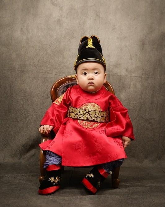 Bé trai Hàn Quốc 2 tuổi nổi tiếng trên mạng vì biểu cảm hài hước-11