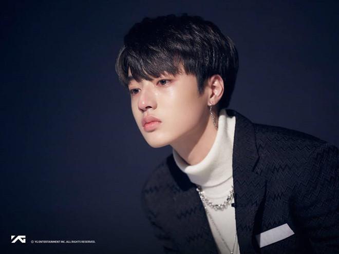 Ra mắt nhóm 13 thành viên, ông chủ của Big Bang bị chê học đòi EXO-4