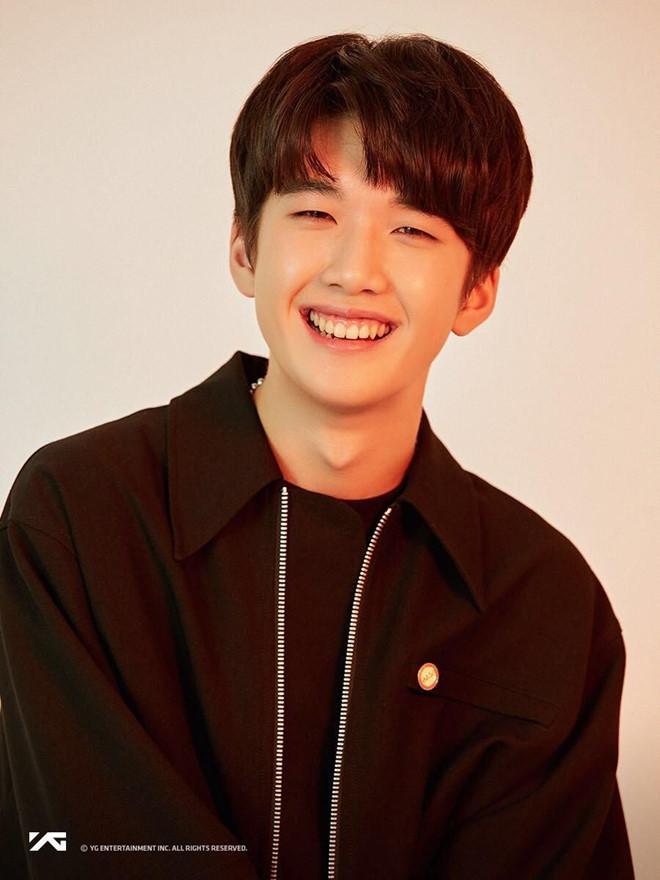 Ra mắt nhóm 13 thành viên, ông chủ của Big Bang bị chê học đòi EXO-5