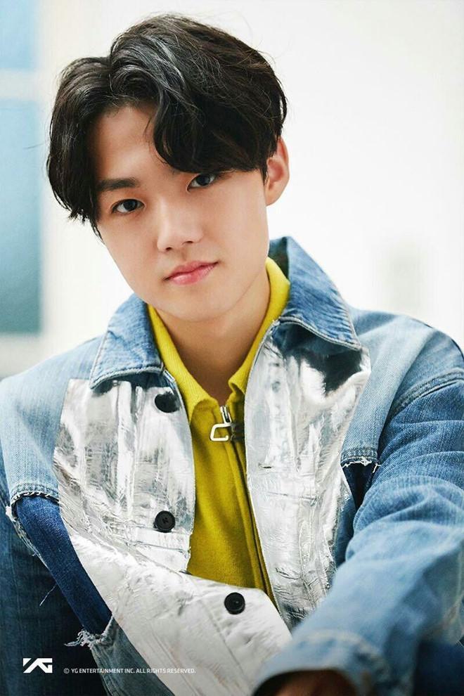 Ra mắt nhóm 13 thành viên, ông chủ của Big Bang bị chê học đòi EXO-7