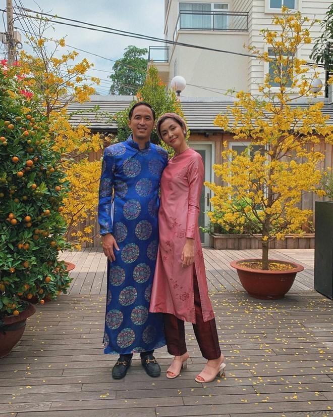 Giàu nứt đố đổ vách mà vẫn siêu tiết kiệm: chồng Tăng Thanh Hà mặc lại áo dài cưới mỗi dịp Tết đến xuân về-1