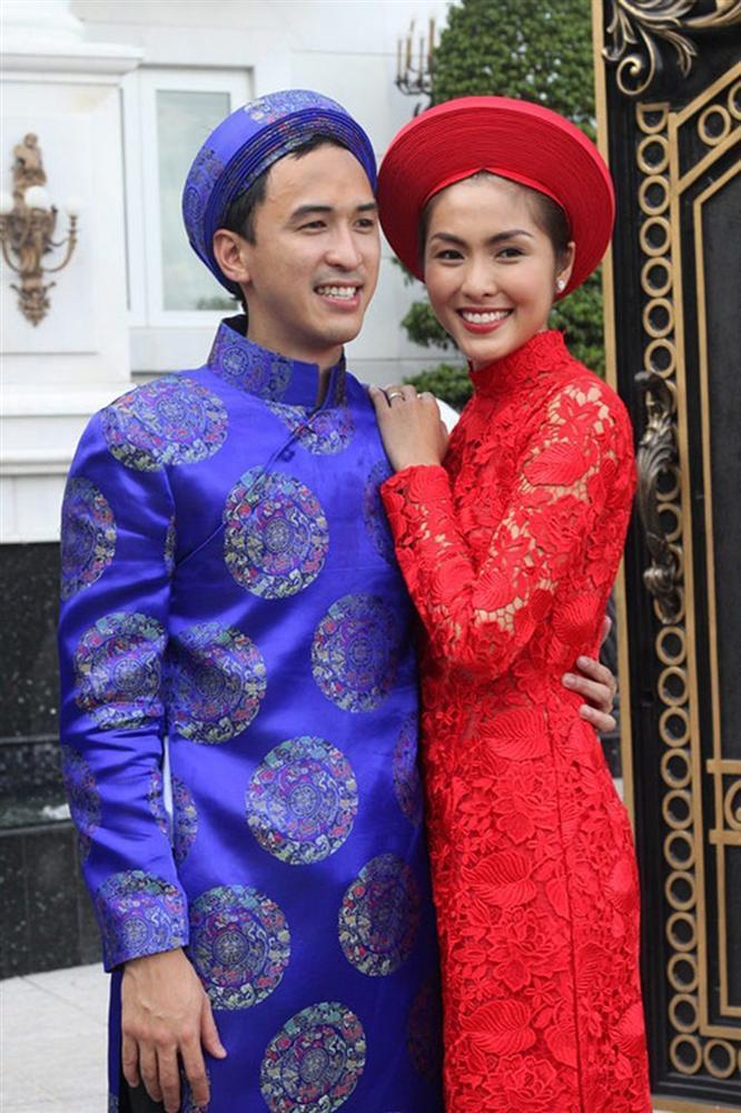 Giàu nứt đố đổ vách mà vẫn siêu tiết kiệm: chồng Tăng Thanh Hà mặc lại áo dài cưới mỗi dịp Tết đến xuân về-4