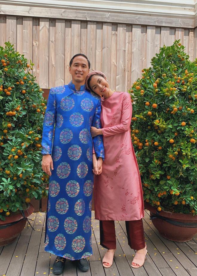 Giàu nứt đố đổ vách mà vẫn siêu tiết kiệm: chồng Tăng Thanh Hà mặc lại áo dài cưới mỗi dịp Tết đến xuân về-2