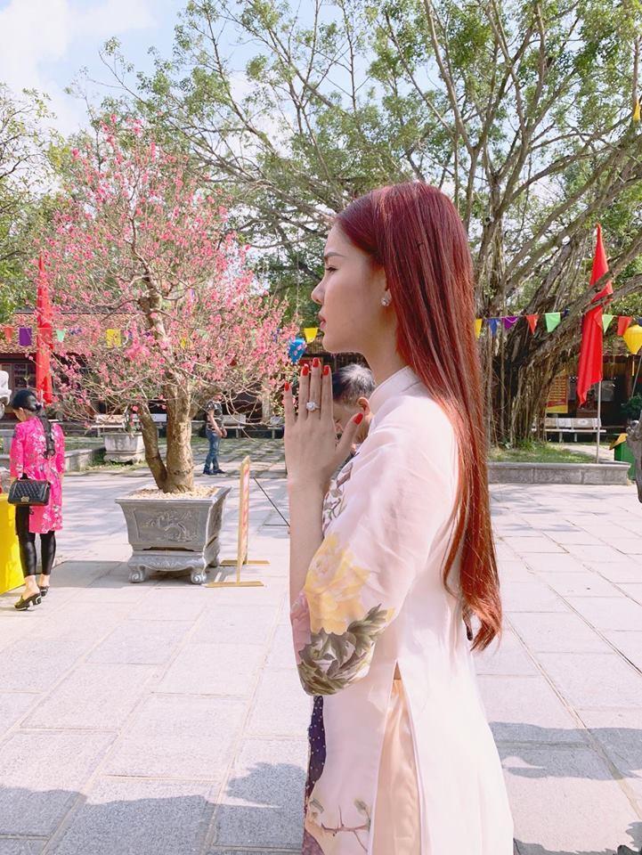 Hồ Ngọc Hà và Kim Lý tình bể bình khi hẹn hò đầu xuân cùng bạn bè thân thiết-2