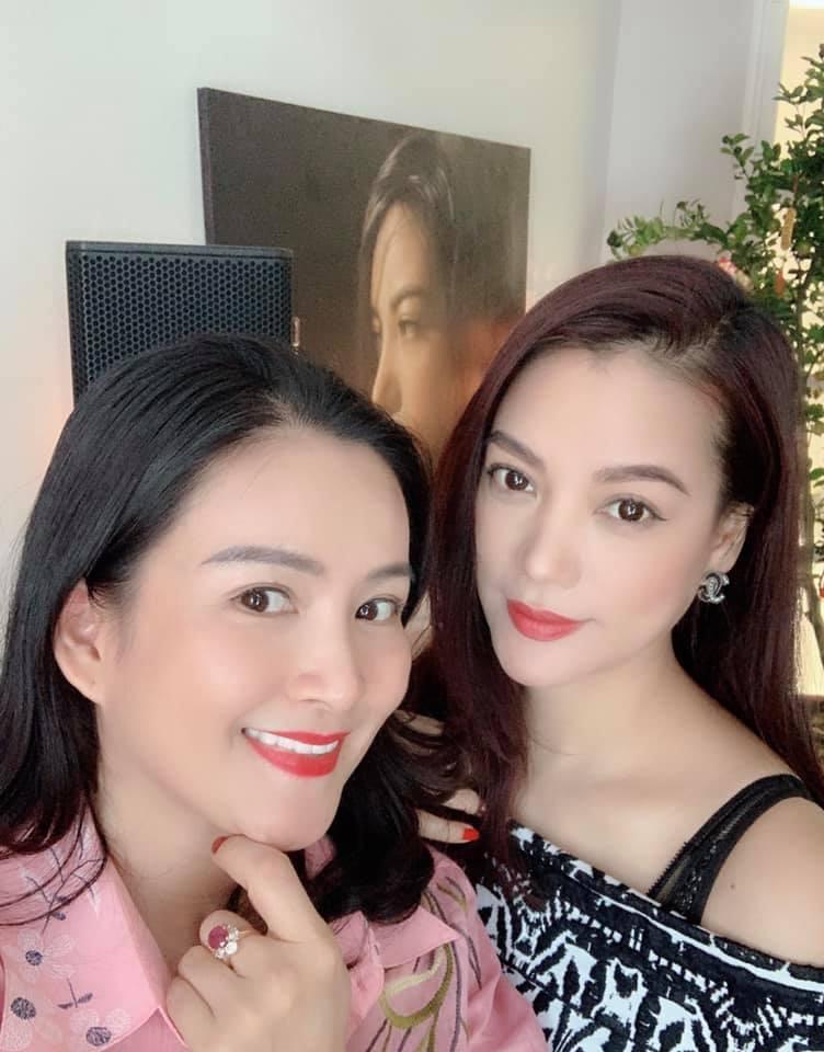 Hồ Ngọc Hà và Kim Lý tình bể bình khi hẹn hò đầu xuân cùng bạn bè thân thiết-8