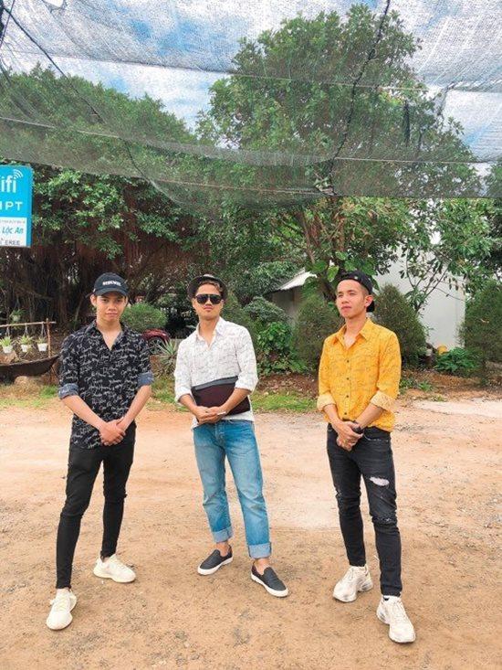 Đội tuyển Việt Nam du xuân: Hồng Duy nổi bật với giày 20 triệu, Công Phượng giản dị-3
