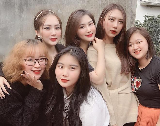 Ca sĩ Hương Tràm lại náo loạn mạng xã hội khi khoe dàn em gái đẹp như hot girl-1