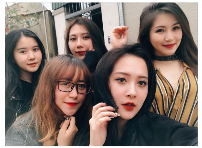 Ca sĩ Hương Tràm lại náo loạn mạng xã hội khi khoe dàn em gái đẹp như hot girl-2