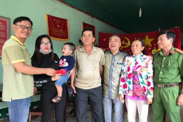 Vụ tát phụ nữ ở Đồng Nai: Cha tài xế gặp mặt xin lỗi nạn nhân-1